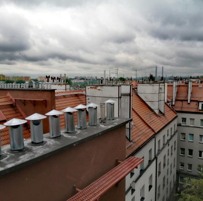 budynki zkominami